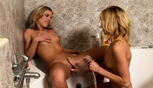 Several delightful blondes impersonate out their lesbian fantasize in the shower