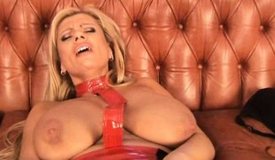 Non-restricted blonde seductress Veronica has solo sex on be imparted to murder Sybian