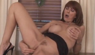 Chubby bowels mature indulge fingers their way hot cunt