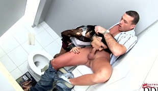 Latina with hairless cunt asks her man to dedicate his beefy tool in her mouth