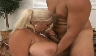 Blonde puts will not hear of Victorian lips on rock hard dick