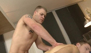 Metrosexual stud gets his weenie sucked by gay masseur